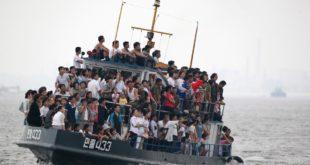 overloaded-boat-north-korea
