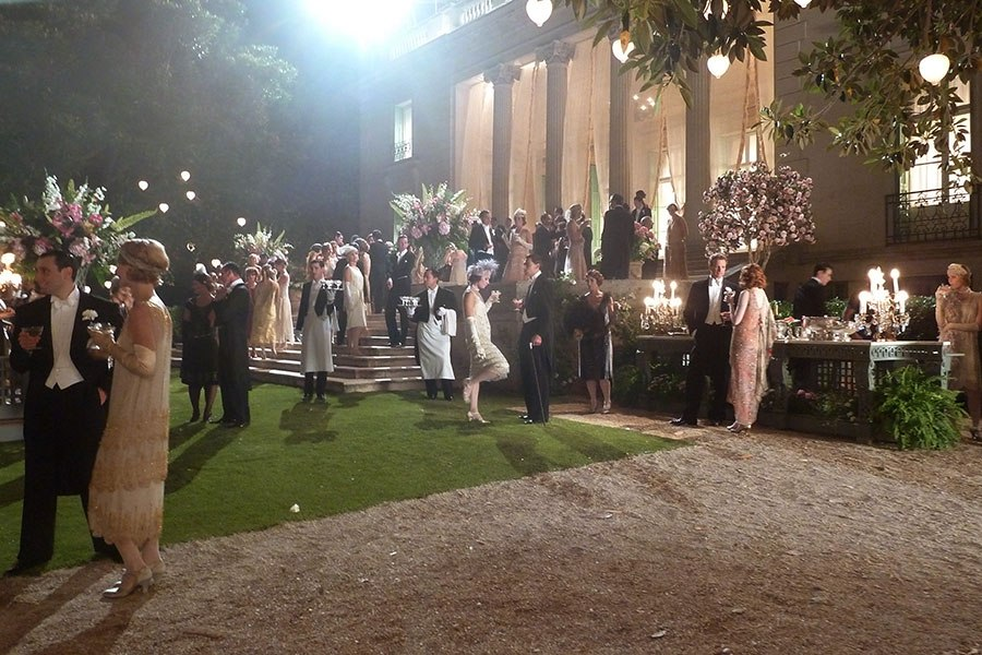 item9.rendition.slideshow.magic-in-the-moonlight-sets-10-party-scene