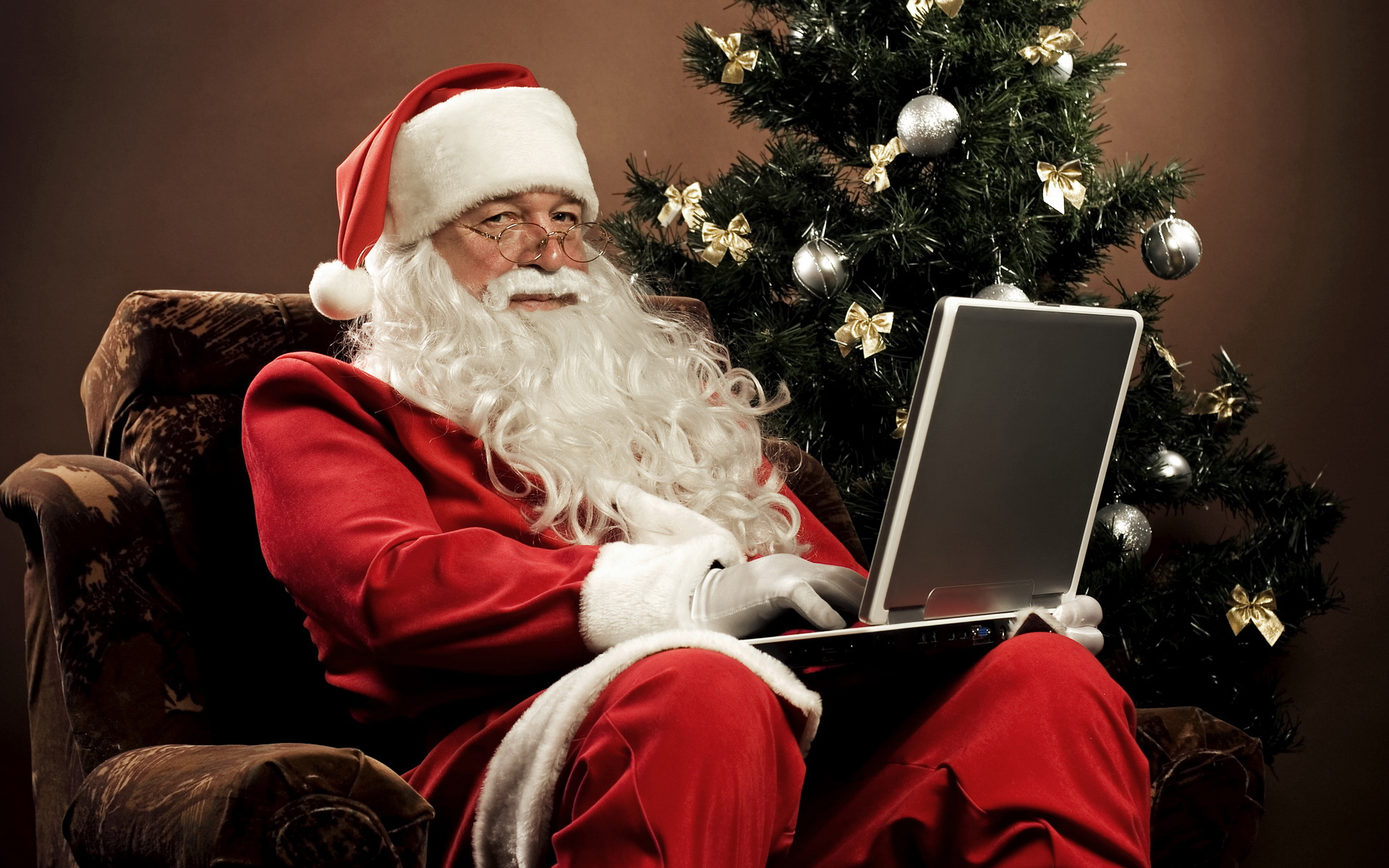 New_Year_wallpapers_funny__santa_claus_051268_