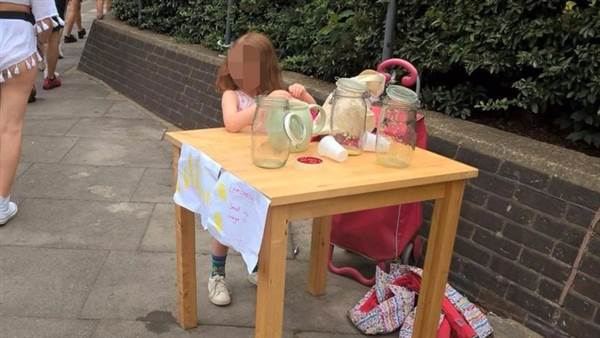 London Cop Gives 5 Year Old Girl $200 Ticket for Lemonade Stand