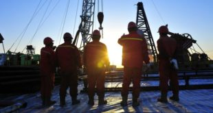 757z468_oil-workers-watching